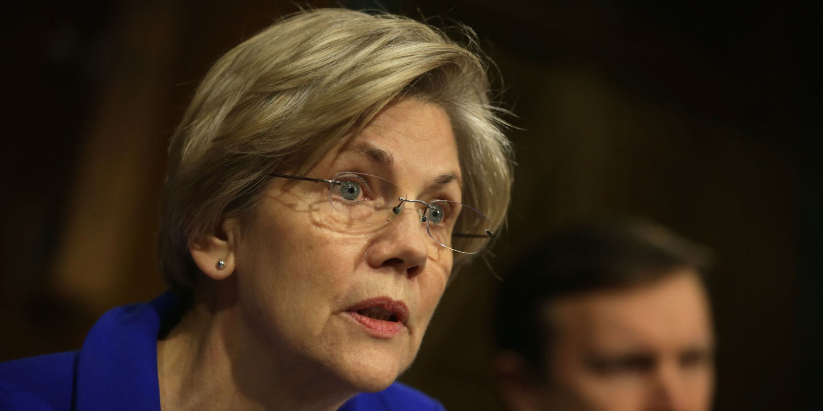 news politics elizabeth warren attacks trump twitter