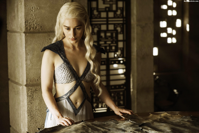 Emilia clarke game of thrones hot