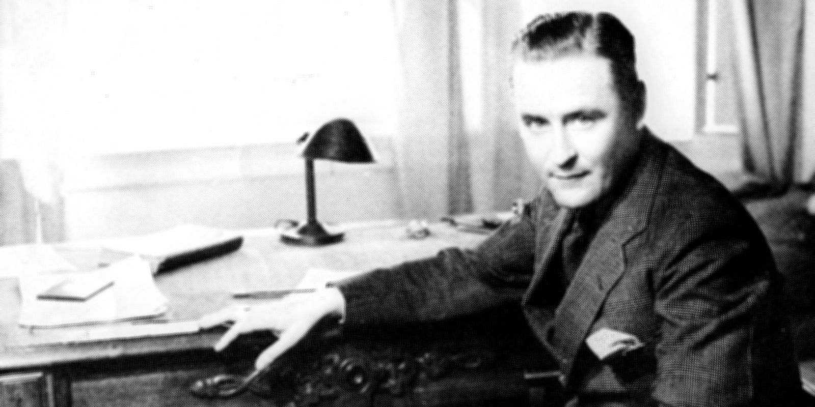 "the crack up f scott fitzgeral essay The 1936-1937 period is known as ""the crack-up"" from the title of an essay fitzgerald wrote in 1936 f scott fitzgerald died believing himself a."