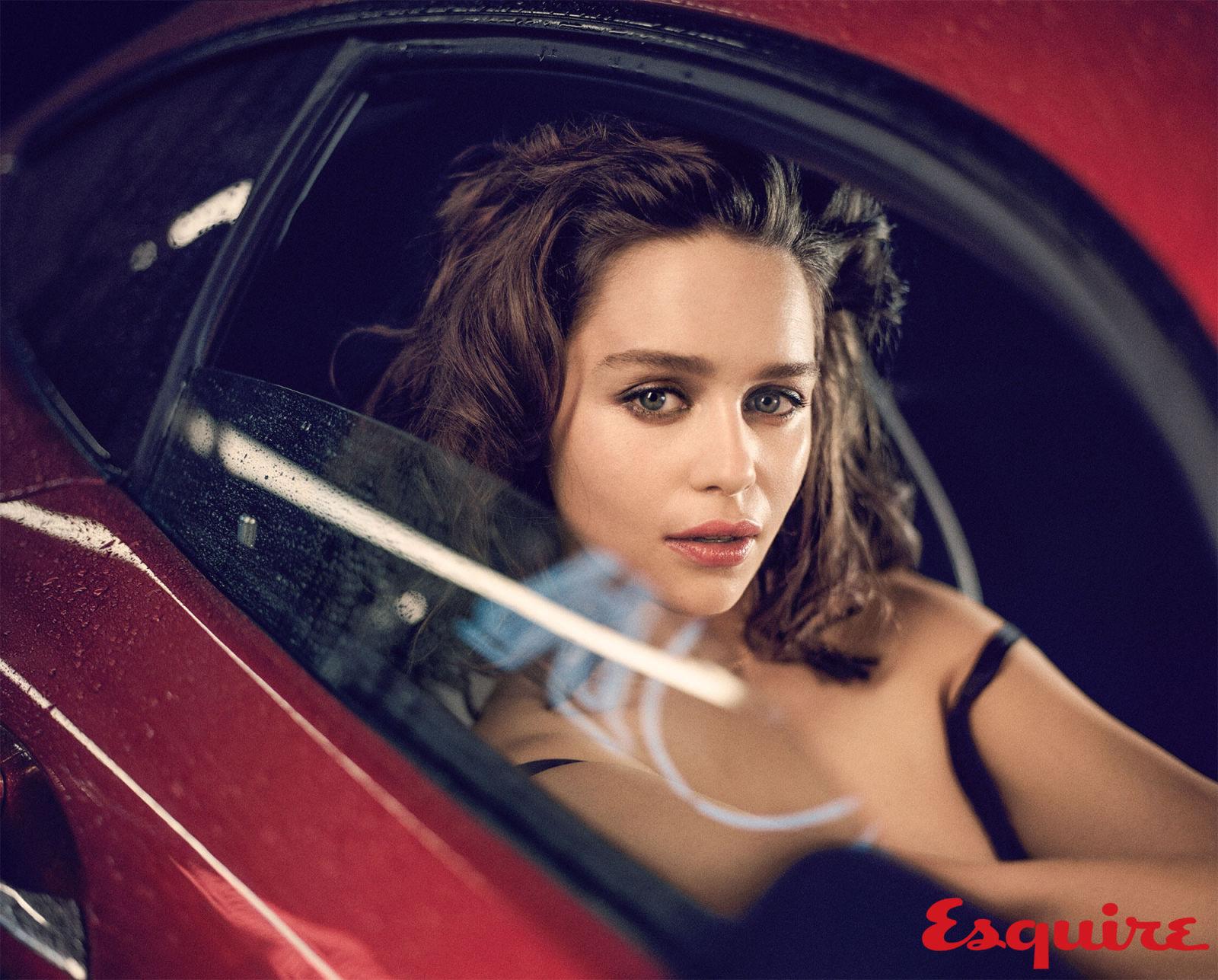 gallery-1444418953-emilia-clarke-sexiest-woman-alive-2015-006.jpg