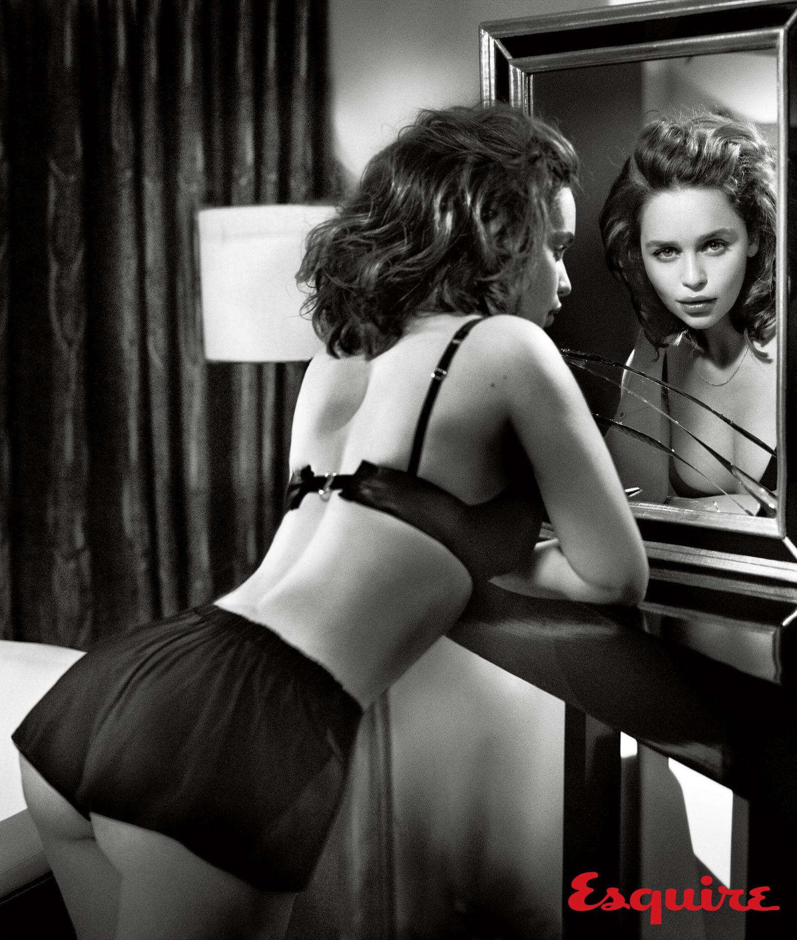 gallery-1444418832-emilia-clarke-sexiest-woman-alive-2015-003.jpg