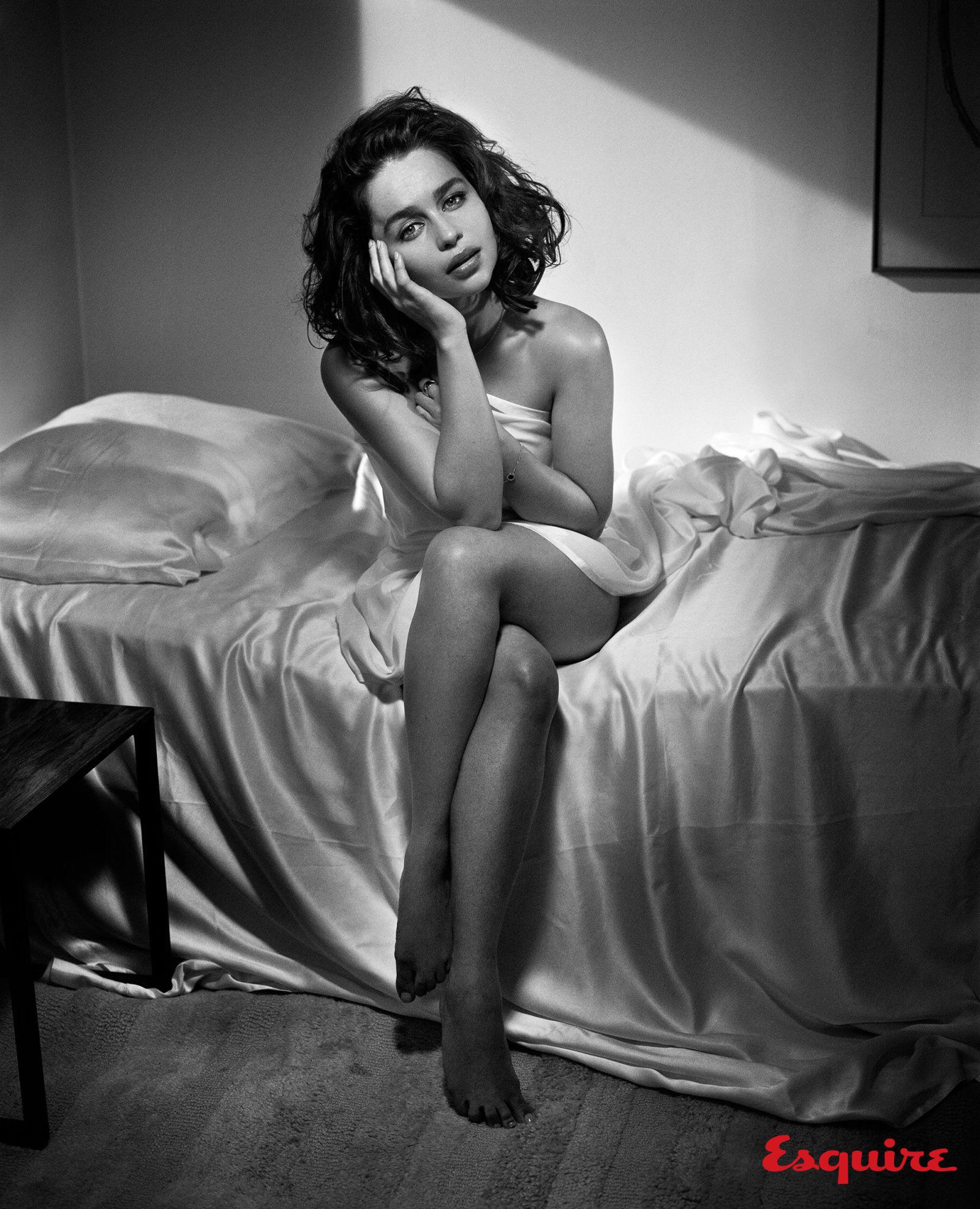 news october emilia clarke esquires sexiest woman alive
