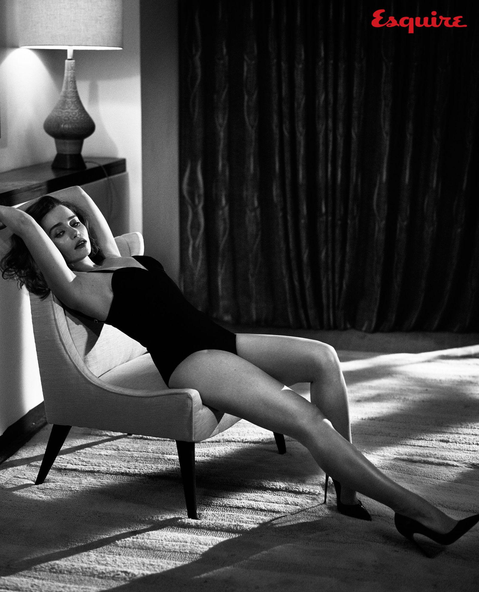 gallery-1444418394-emilia-clarke-sexiest-woman-alive-2015-4461-04.jpg