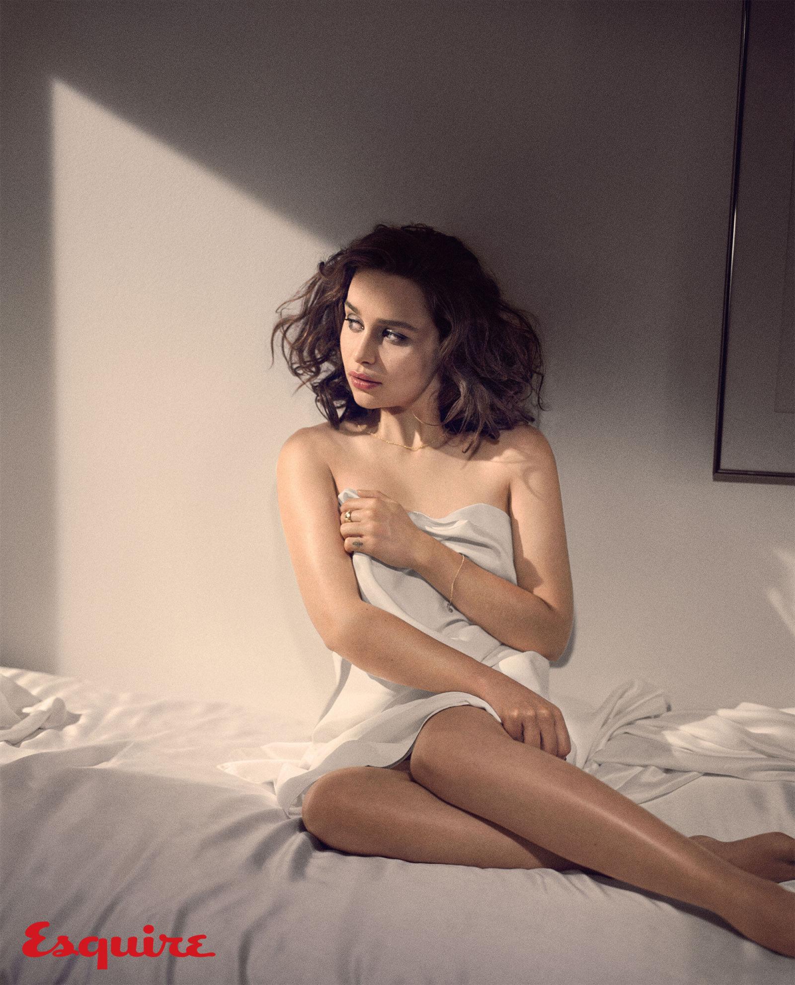 gallery-1444418872-emilia-clarke-sexiest-woman-alive-2015-004.jpg
