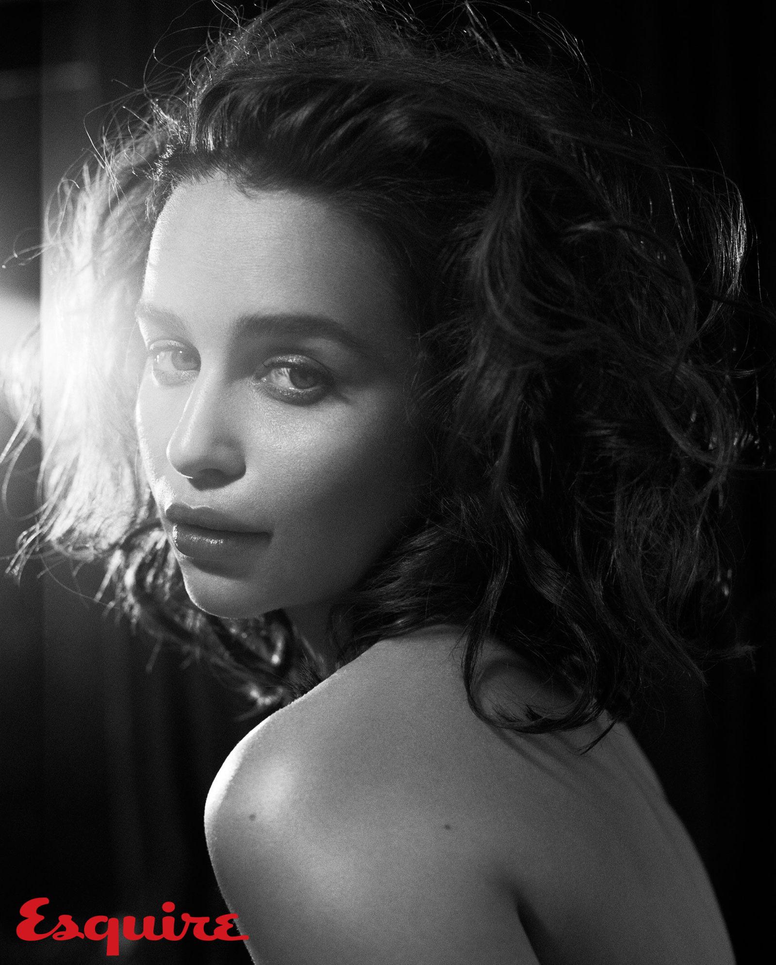 gallery-1444418557-emilia-clarke-sexiest-woman-alive-2015-4484-08.jpg