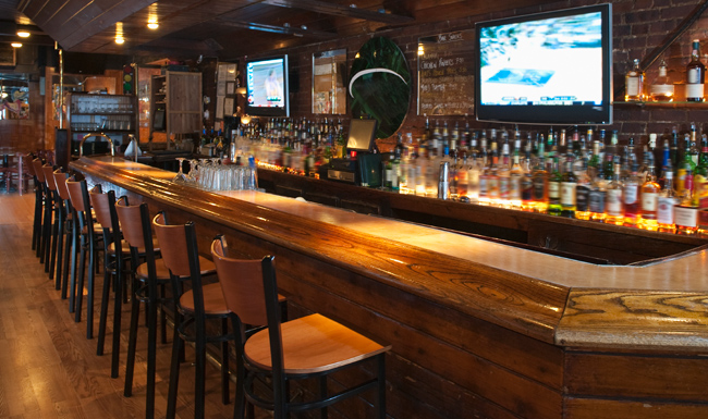 Bar Etiquette That All College Students Should Know | Her Campus